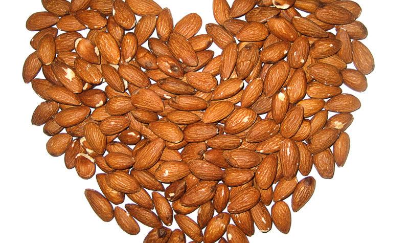 almonds-heart-1156683-1279x1067
