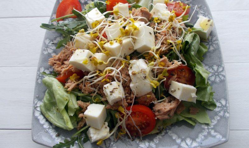 salatka-z-tunczykiem-i-mozzarella