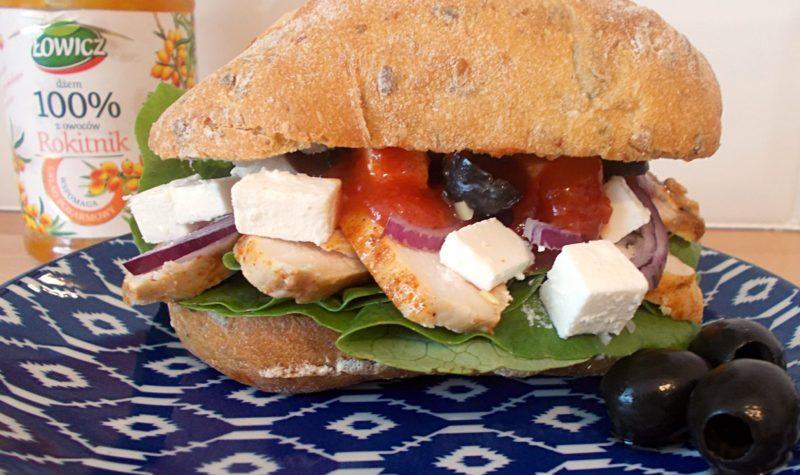 kanapka-grecka-z-sosem-z-rokitnika-3