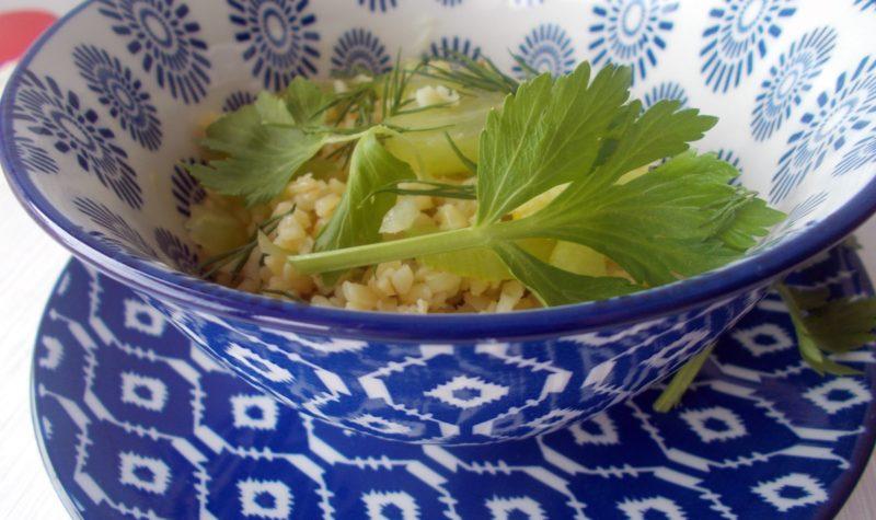 salatka-z-kasza-winogronami-i-selerem-naciowym